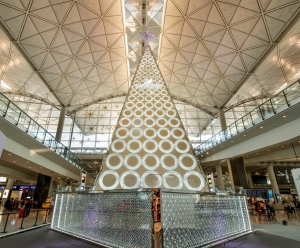 Swarovski-Christmas-Tree-at-Hong-Kong-International-Airport